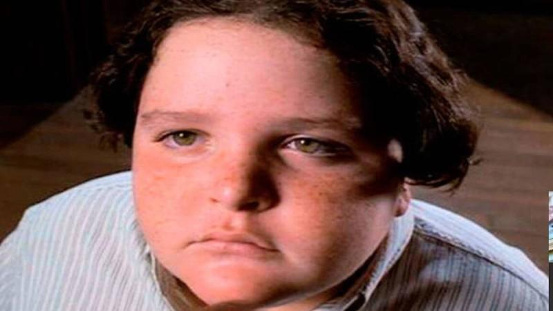 Θυμάστε το αγόρι από την ταινία «Matilda» που έφαγε όλο το κέικ;