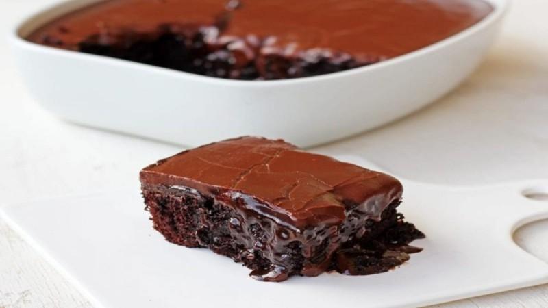 Σοκολατόπιτα: Εύκολη συνταγή για το πιο ζουμερό «Γλυκό της Αγάπης»