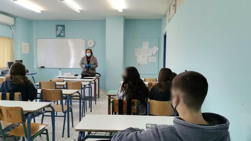 Άνοιγμα σχολείων: Τι ισχύει για εμβολιασμένους και ανεμβολίαστους μαθητές