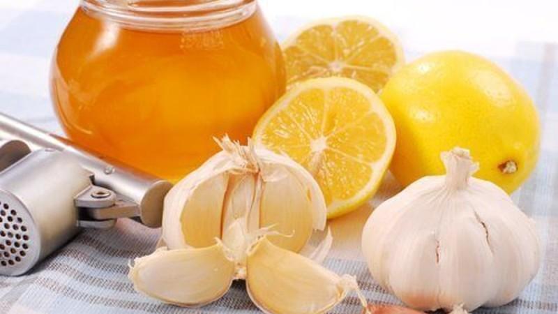 Έπινε μία κουταλιά λεμόνι με σκόρδο για 20 μέρες - Μόλις δείτε το λόγο θα το κάνετε και εσείς