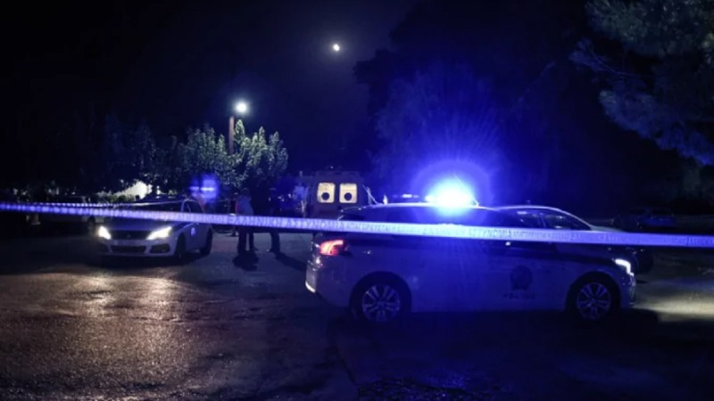 Αιματηρό επεισόδιο στη Θεσσαλονίκη: Βγήκε στο μπαλκόνι με καραμπίνα και άρχισε να πυροβολεί! Τέσσερις τραυματίες