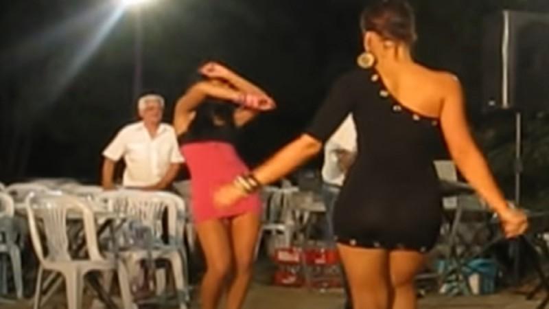 «Κολασμένο» τσιφτετέλι μελαχρινών καλλονών που έβαλε «φωτιές» - Το βίντεο με τις 1.320.000 προβολές