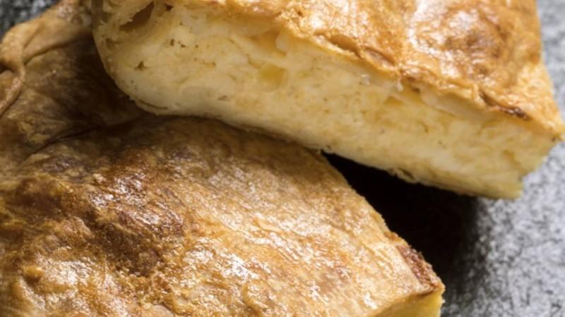 Κλασική... μερακλήδικη τυρόπιτα με 4 τυριά και χειροποίητο φύλλο