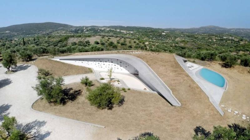 Βίλα στην Πελοπόννησο: Ένα αριστούργημα της ελληνικής αρχιτεκτονικής. Βραβεύτηκε ως η εντυπωσιακότερη κατοικία του κόσμου