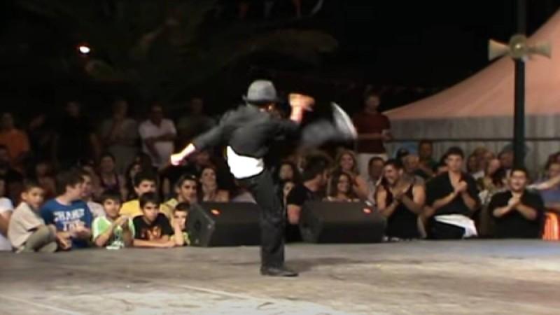 Βαρύς και ασήκωτος: 11χρονος μάγκας χορεύει το καλύτερο ζεϊμπέκικο - Έπαθαν πλάκα όλοι στο κοινό
