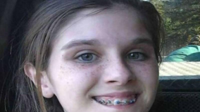 14χρονη έβγαλε μια φωτογραφία από την εκδρομή με την οικογένεια της - Μόλις την παρατήρησε καλύτερα