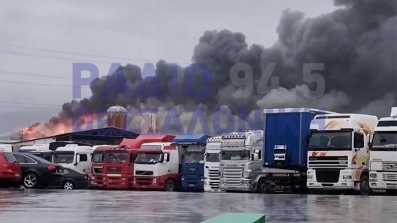 Θεσσαλονίκη: Μεγάλη φωτιά σε αποθήκη τροφίμων στα Διαβατά