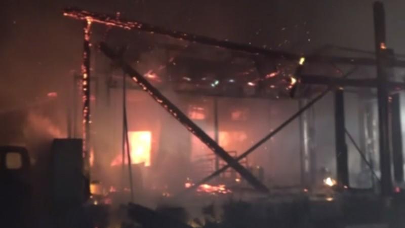 Μύκονος: Φωτιά ξέσπασε σε εστιατόριο -  Σημειώθηκαν εκρήξεις
