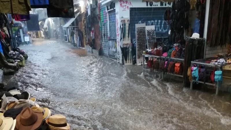 Κακοκαιρία «Μπάλλος»: Σοκαριστικό βίντεο στο Μοναστηράκι - Χείμαρρος η οδός Ηφαίστου