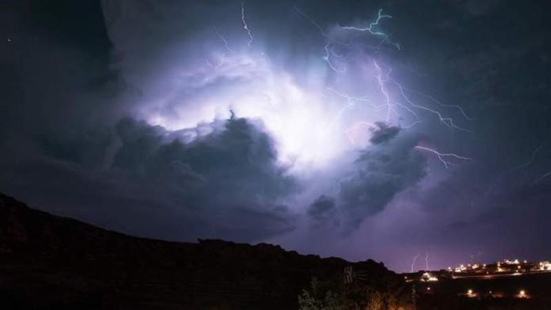 Κακοκαιρία «Μπάλλος»: Διακοπές ρεύματος σε Καλλιθέα, Νέα Σμύρνη και Κορωπί