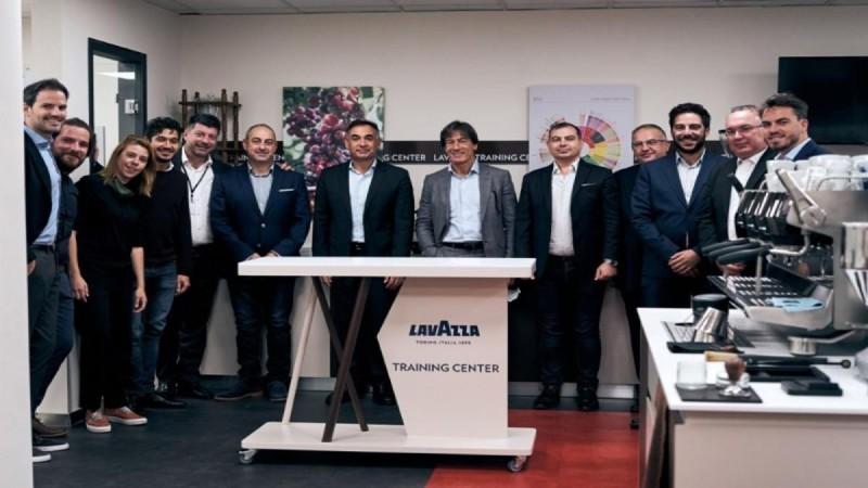 H LAVAZZA και η BEVERAGE WORLD επισφραγίζουν τη συνεργασία τους για τα επόμενα 10 χρόνια