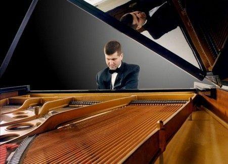 ραντεβού πιανίστας
