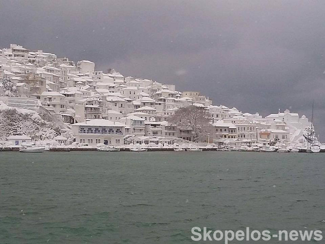 Λευκή πολιτεία: Η ονειρεμένη φωτογραφία από τη Σκόπελο που σαρώνει το διαδίκτυο! (Photos)